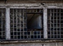 Övergiven fabrik - fönstercloseup Arkivbild