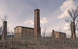 Övergiven fabrik för tegelstenarbete Royaltyfria Bilder