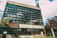 Övergiven fabrik i Efremov, industribyggnad Arkivfoto