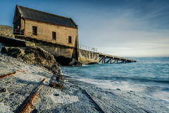 Övergiven fartygskeppsdocka i ödlapunkt, Cornwall, UK Royaltyfri Foto