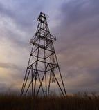 Övergiven fossila bränslenrigg Fotografering för Bildbyråer