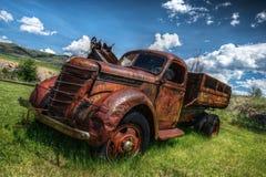 övergiven gammal lastbil Royaltyfri Bild