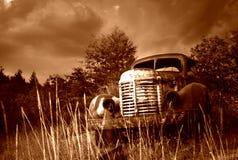 övergiven gammal lastbil Royaltyfria Bilder
