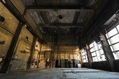 Övergiven gammal medelreparationsstation, inre Royaltyfri Foto