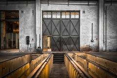Övergiven gammal medelreparationsstation, inre Arkivfoton