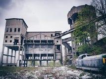Övergiven gammal min i den industriella staden för stolpe av Anina, Rumänien Royaltyfria Foton