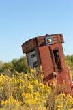 övergiven gammal pump för gas Arkivbild