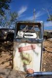övergiven gammal pump för gas Arkivfoto