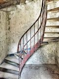 övergiven gammal trappa Arkivbilder