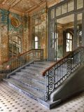 övergiven gammal trappa Royaltyfri Bild