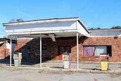 Övergiven gas och tjänste- station Arkivbild
