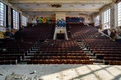 Övergiven Hoarce Mann högstadium - teater - Gary, Indiana royaltyfria bilder