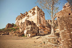 Övergiven indisk slott i Rajasthan Arkivfoto