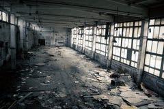 övergiven industriell interior Arkivfoton