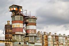 övergiven industriell växt Arkivfoto