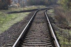 Övergiven järnväg linje för enkelt spår, väg till ingenstans royaltyfria foton