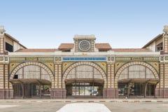 Övergiven järnvägsstation av Dakar, Senegal, kolonial byggnad royaltyfria bilder