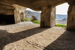 Övergiven kalksten bryter, gamla Orhei, Moldavien Arkivfoton