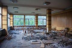 Övergiven kantin av Voronezh den aluminum växten Arkivbild