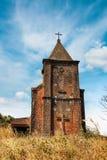 Övergiven kristen kyrka överst av det Bokor berget i den Preah Monivong nationalparken, Kampot, Cambodja royaltyfri fotografi