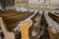 Övergiven kyrka i Serbien royaltyfri bild