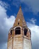 Övergiven kyrklig kyrktorn Arkivfoton