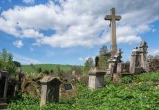 övergiven kyrkogård Royaltyfria Foton
