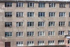 Övergiven mång--berättelse byggnad Övergiven sanatorium eller sovsal Arkivbilder