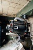 Övergiven makalös utrustning för projektion för lampa Magnarc för hög styrka - övergiven variationsteater - Cleveland, Ohio arkivfoton