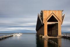 Övergiven malmskeppsdocka på Lake Superior - Marquette Michigan Arkivbilder