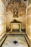 Övergiven mausoleum i en kristen kyrkogård i Malaga Spanien arkivfoto