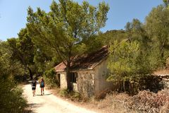 Övergiven militär lätthet på ön Lastovo, Kroatien Yugos royaltyfri fotografi