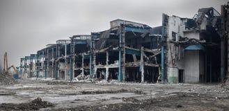 Övergiven och demolerad fabriksbyggnad Arkivfoton