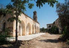 Övergiven ortodox kloster av helgonet Panteleimon i Cypern Arkivbilder