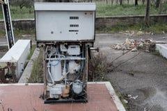 övergiven petrolstation Arkivfoton