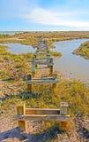 Övergiven pir på en avlägsen kust Royaltyfri Bild
