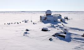 övergiven polar station Arkivbild