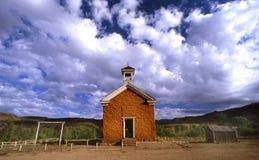övergiven schoolhouse Royaltyfri Bild