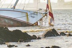 Övergiven segelbåt Royaltyfri Bild
