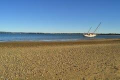 Övergiven seglingyacht Tin Can Bay Queensland Australia Royaltyfri Foto