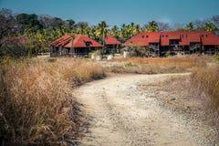 Övergiven semesterort på den Contadora ön royaltyfria bilder