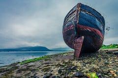Övergiven skepphaveri i Fort William i molnig dag Royaltyfri Fotografi