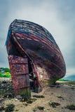 Övergiven skeppsbrott på kust i Fort William, Skottland, Förenade kungariket Arkivbild
