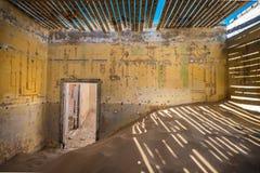 Övergiven spökstad av Kolmanskop, Namibia Arkivbilder