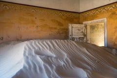 Övergiven spökstad av Kolmanskop, Namibia Royaltyfri Fotografi