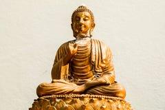 Övergiven staty av buddha Arkivbilder