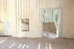 Övergiven tappningsjukhusinre, Namibia Royaltyfri Foto