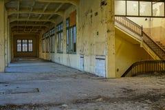 Övergiven tobakfabrik i Tarragona, Spanien Arkivbild