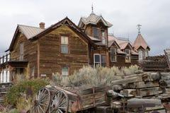 Övergiven träbyggnad i den nevada staden montana Royaltyfria Bilder