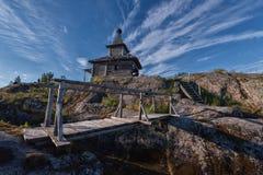 Övergiven trägammal kyrka Royaltyfri Fotografi